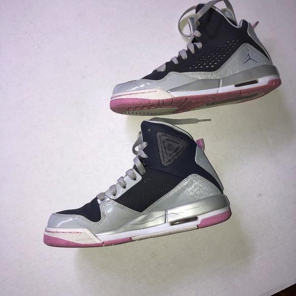 the latest 4a37c 1b412 Jordan Flights Pink Grey Women's High Tops Size 6